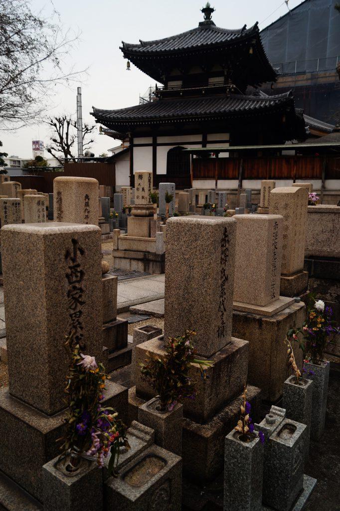 Osaka - Cementerio y Templo Isshin-ji