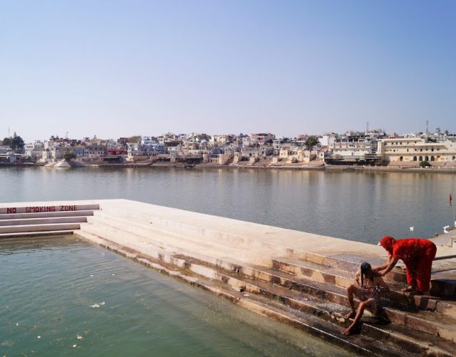 Pushkar Purificándose en el Lago de Pushkar 1 1024x802 - Visiting Pushkar; the 5 best things to do and see