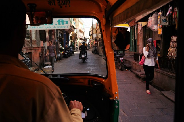 Tuc tuc por una calle india 1024x682 - Travel Route for Northern India, 3 weeks or 1 month