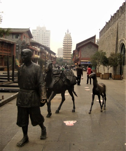 Kunming Las Pagodas del Este y Oeste 1 415x500 - What to see in Kunming: Complete Travel Guide