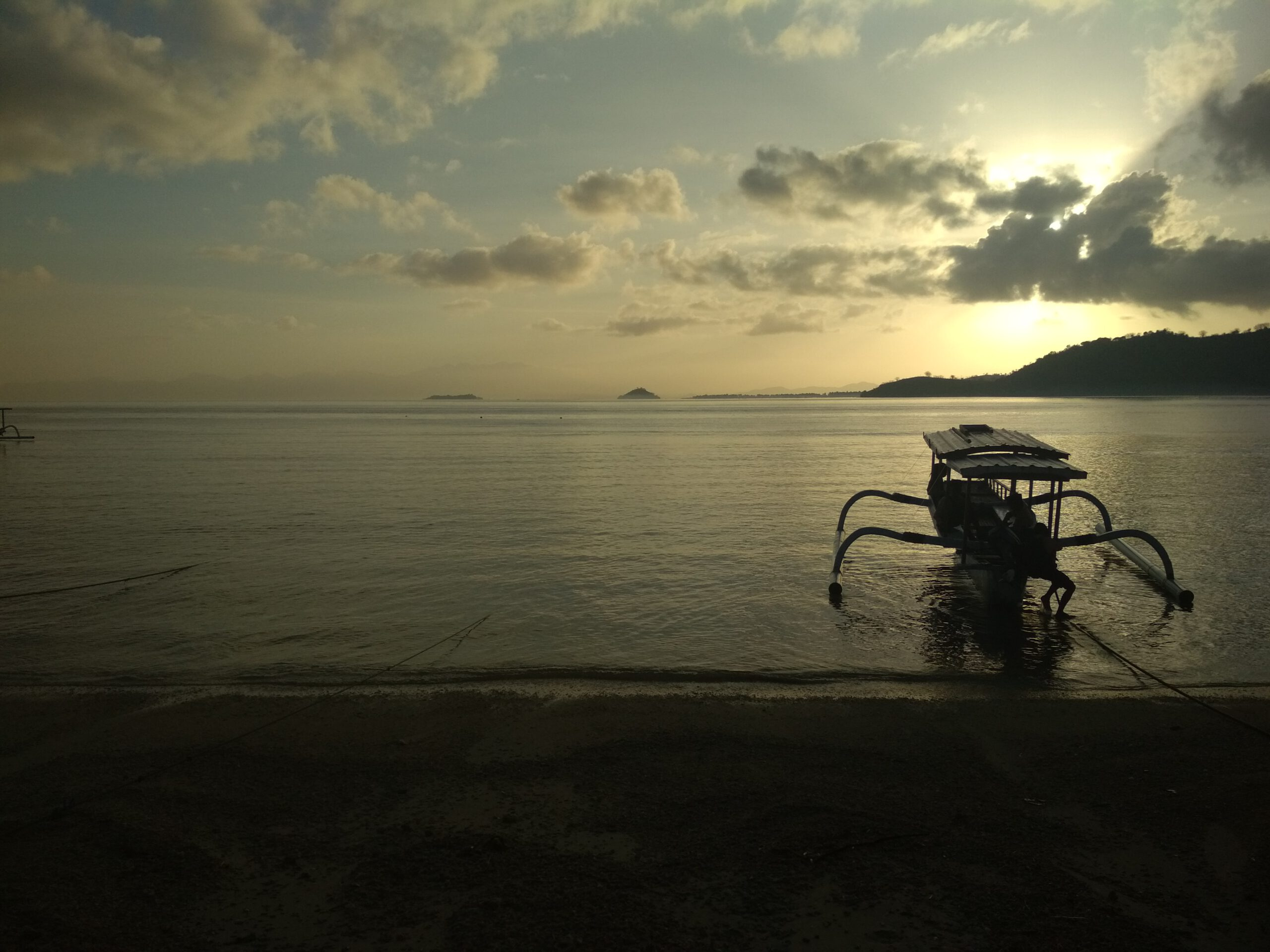 Anochecer en Gili Gede scaled - Gili Gede and the Secret Gilis of Lombok, an undiscovered paradise