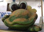 alter Breitmaulfrosch aus Terrakotta
