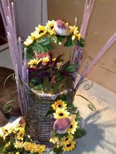 Blumengesteck mit Voegeln