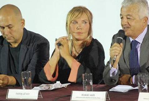 Bu yıl 3'üncüsü düzenlenen Roma Türk Film Festivali'nin basın toplantısına, 'Onur Ödülü' verilecek olan Yılmaz Güney kavgası damgasını vurdu