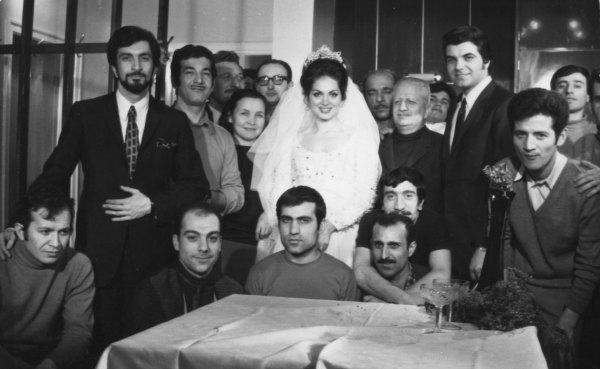 Buğulu Gözler filmi. Türkan Şoray, Murat Soydan, kameraman Cengiz Tacer. Yönetmen Safa Önal. Yıl 1976.
