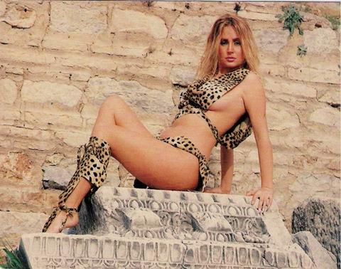 Banu Alkan seksi ve leopar