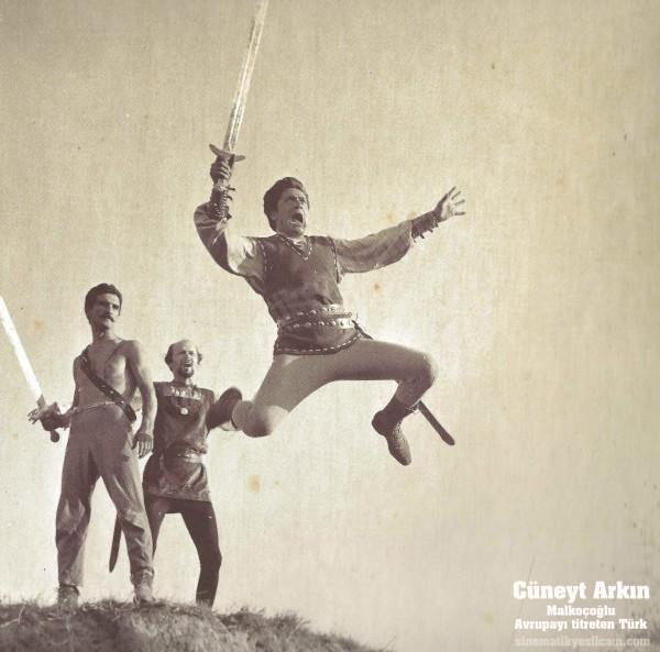 Cuneyt Arkin - Kostume 0003