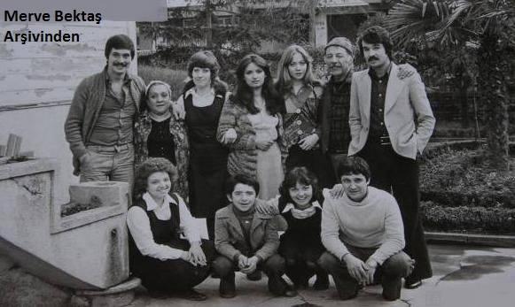 Gülen Gözler Çekim Arası Anı Resmi 1977
