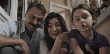 Vuslat Saraçoğlu'nun yazıp yönettiği 2018 yılı yapımı Borç, bazıları için yüzleşmeden kaynaklı sinir harbi şeklinde geçen terapi seansı etkileyiciliğinde olabilecek, bütün olarak belgesel gerçekliğine sahip bir kurmaca.
