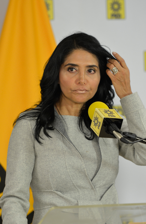 Alejandra Barrales acusada de no declarar su patrimonio