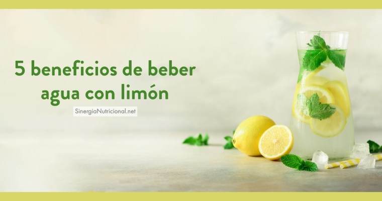 5 beneficios de beber agua con limón