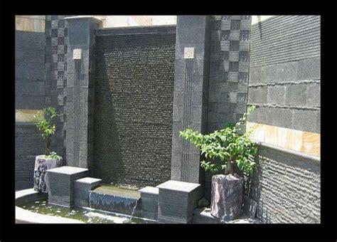 desain tembok depan rumah batu alam