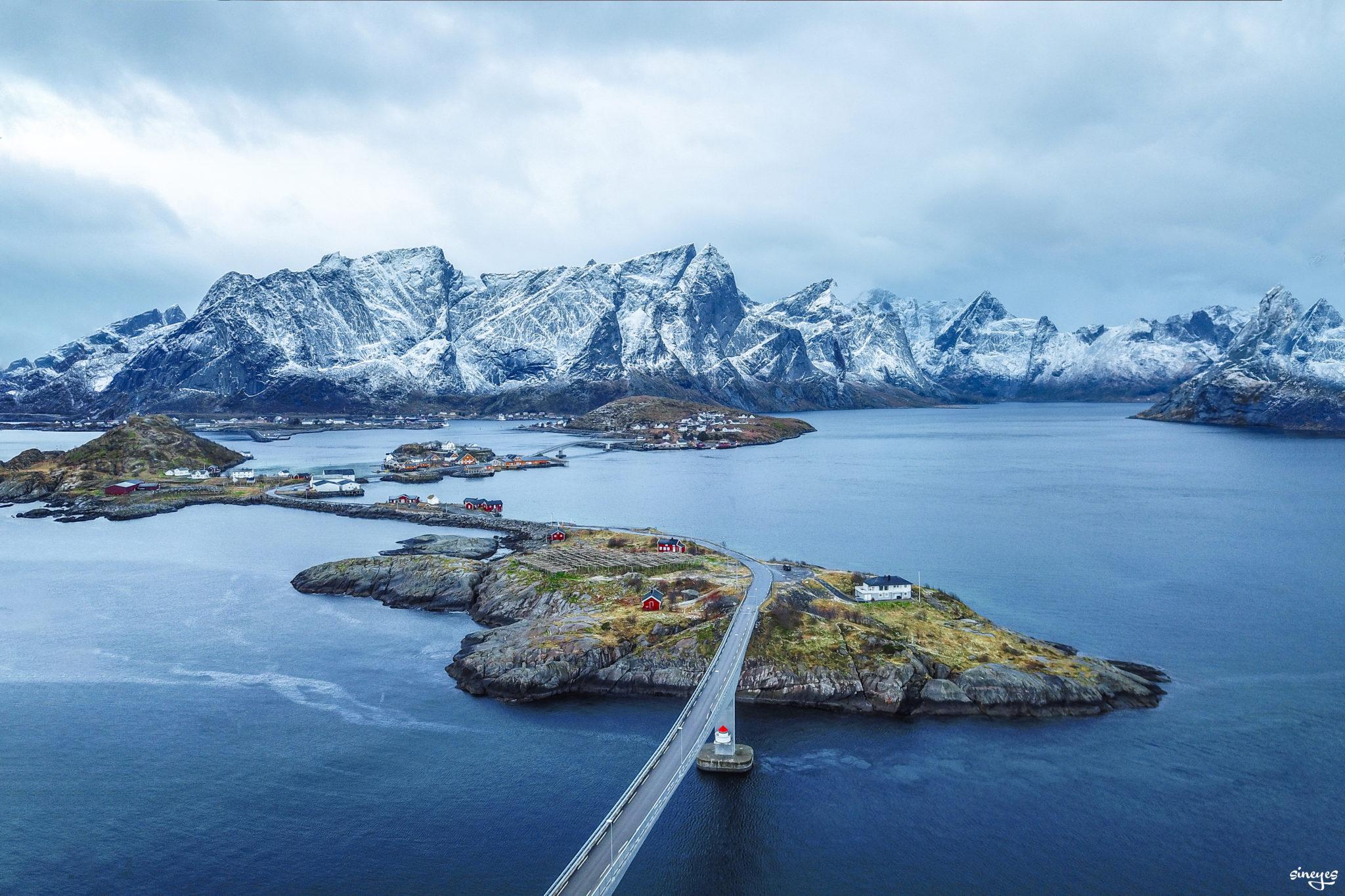 Vers Reine - iles Lofoten, Norvège by sineyes