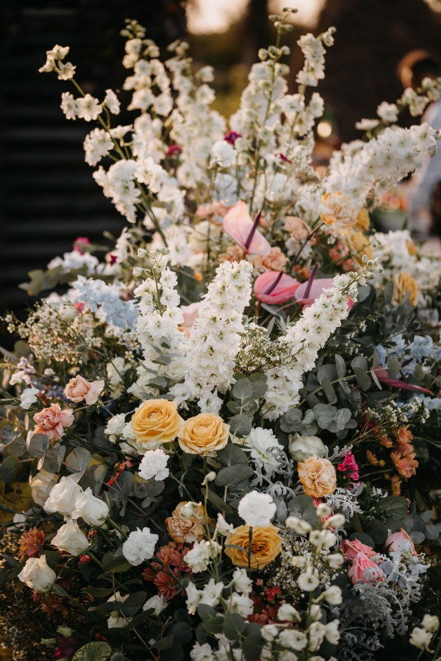 Floral decor with a folwers explosion