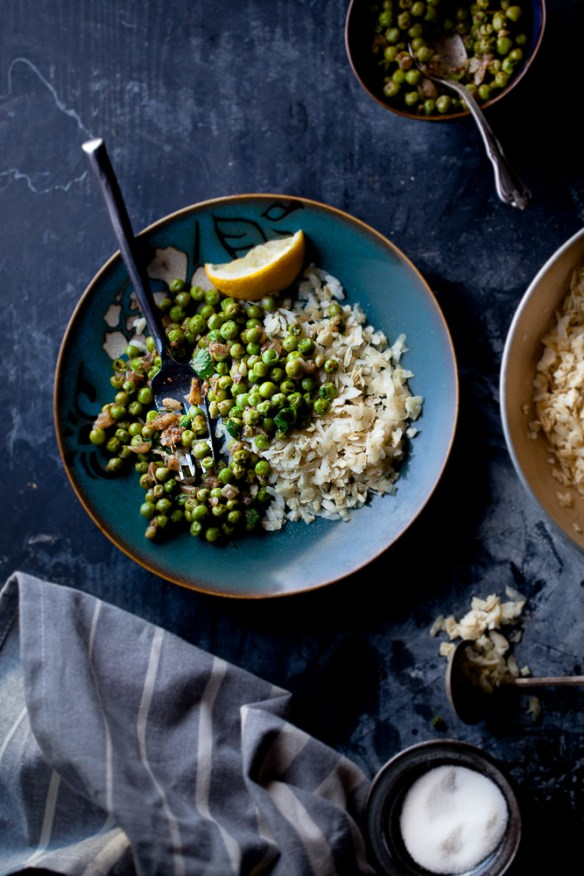 Sinfully Spicy : Roasted Flattened Rice With Spiced Sweet Peas (Chivda Matar) #indian