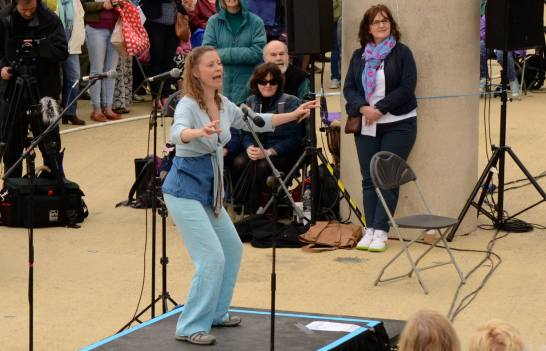 Sing for Water Cardiff 2015 - Performance - Celia Webb conducting Plovi Barco