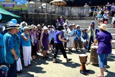 Sing-for-water-2017-busking-choir-04