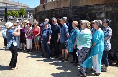 Sing-for-water-2017-busking-choir-07