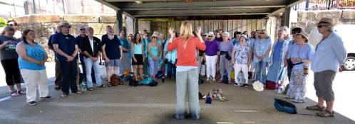 Sing-for-water-2017-busking-choir-10-boardwalk
