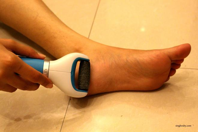 Gentle roll all over the feet to ensure that dead skin is removed.