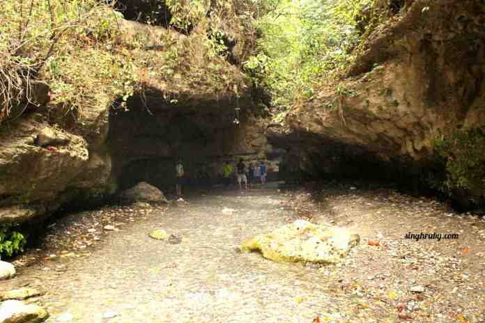 Entrance to Robers Cave