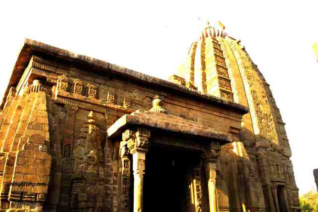 baijnath-temple-and-its-tomb