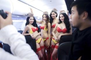 Bikini Show di Dalam Pesawat, Cuma ada di VietJet Air! 12