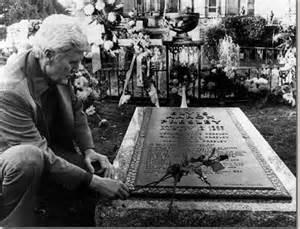 Vernon at Elvis grave