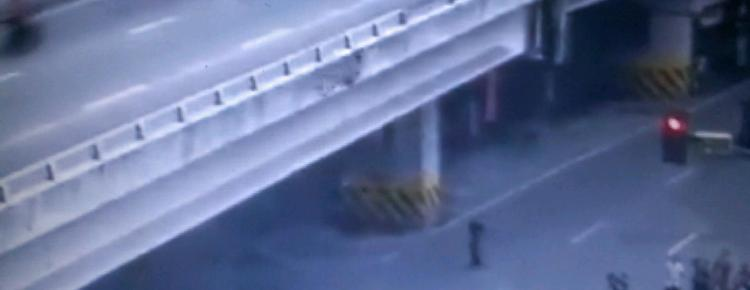 A man jumps off along Edsa Timog
