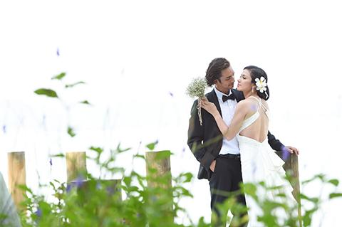 """Hiện tại, người đẹp của phim """"Trót yêu"""" đã hết lo lắng chuyện này. Việt Trinh chia sẻ: """"Ở độ tuổi này và cũng đã làm mẹ nên cũng chẳng kiêng kị. Tuy nhiên, tôi vẫn không tránh được cảm giác lúng túng. Nói thật, khóc còn dễ chịu hơn là chụp ảnh cưới""""."""