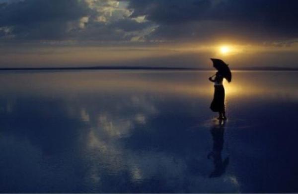 Đàn ông đi biển có đôi, đàn bà đi biển mồ côi một mình