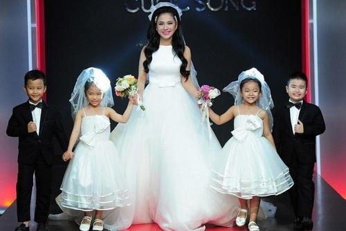 Là một bà mẹ đơn thân hạnh phúc, nhưng Việt Trinh không cổ xúy phụ nữ nên giống như mình.
