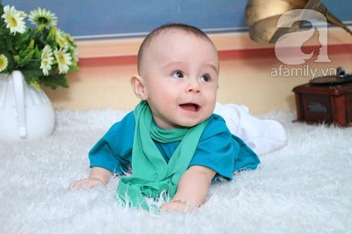 Bé Bim sinh non 3 tuần và chỉ nặng hơn 2 kg