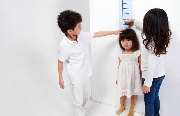 5 lỗi lớn của mẹ ảnh hưởng đến bảng chiều cao của trẻ