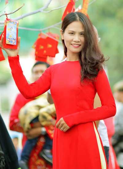 Tác giả Phương Huyền.