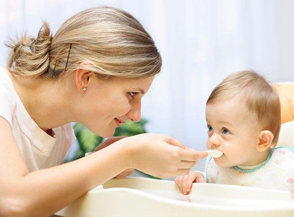 Dinh dưỡng cho trẻ: Thực phẩm mẹ cần tránh trong thực đơn cho trẻ dưới 1 tuổi