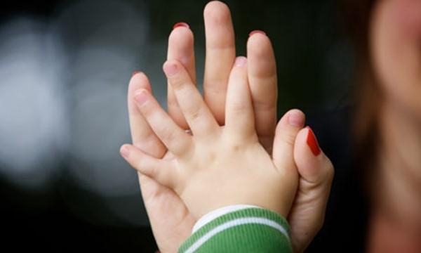 """""""Tôi ân hận vì đã không cho con một gia đình đầy đủ khi làm mẹ đơn thân quá trẻ"""", Thúy Diệu tâm sự"""