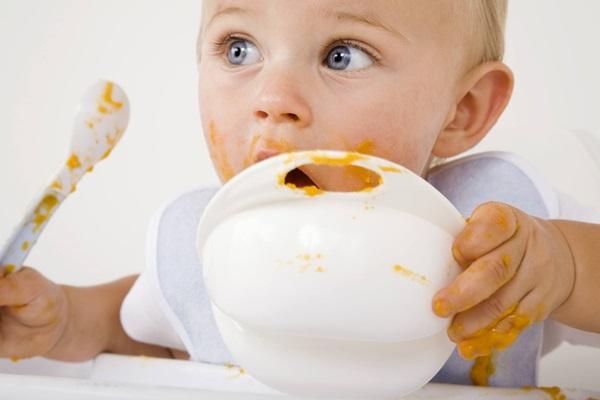 Thực phẩm nên và không nên cho bé mới ăn dặm