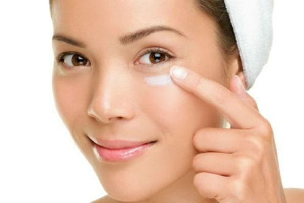 Dưỡng da sau sinh: Những sản phẩm dưỡng da phù hợp với mẹ