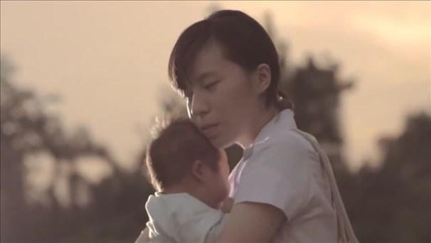 Điều mẹ hối hận nhất là sinh con ra nhưng không cho con một mái ấm trọn vẹn