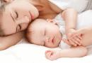 24h đầu tiên sau khi sinh, mẹ cần làm những điều sau cho trẻ sơ sinh