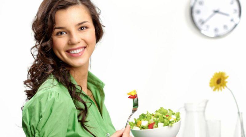 Bí quyết làm đẹp sau sinh qua chế độ ăn uống hằng ngày