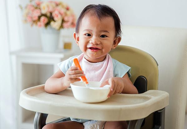 Trẻ mấy tháng ăn được sữa chua?