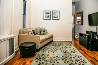 717 Willow living room-