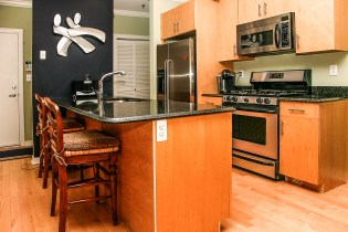 1313 Park Ave 2A - kitchen