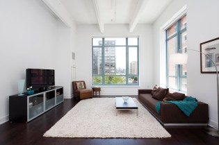 1500 Garden St 3A - Living Room