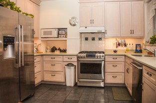 828 Hudson St 1 - kitchen