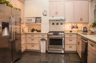 828 Hudson St 1 - kitchen