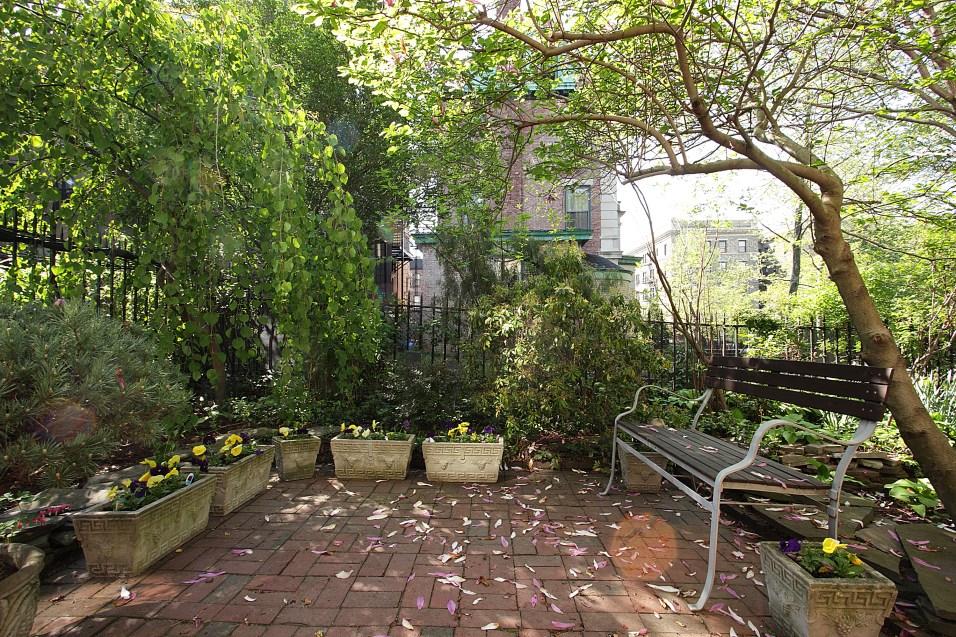 926 Castle Point Terrace - yard 1