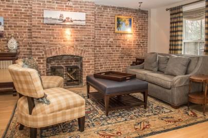 1249 Garden St - living room